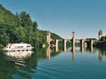 Férias de barco no Rio Lot, sudoeste da França